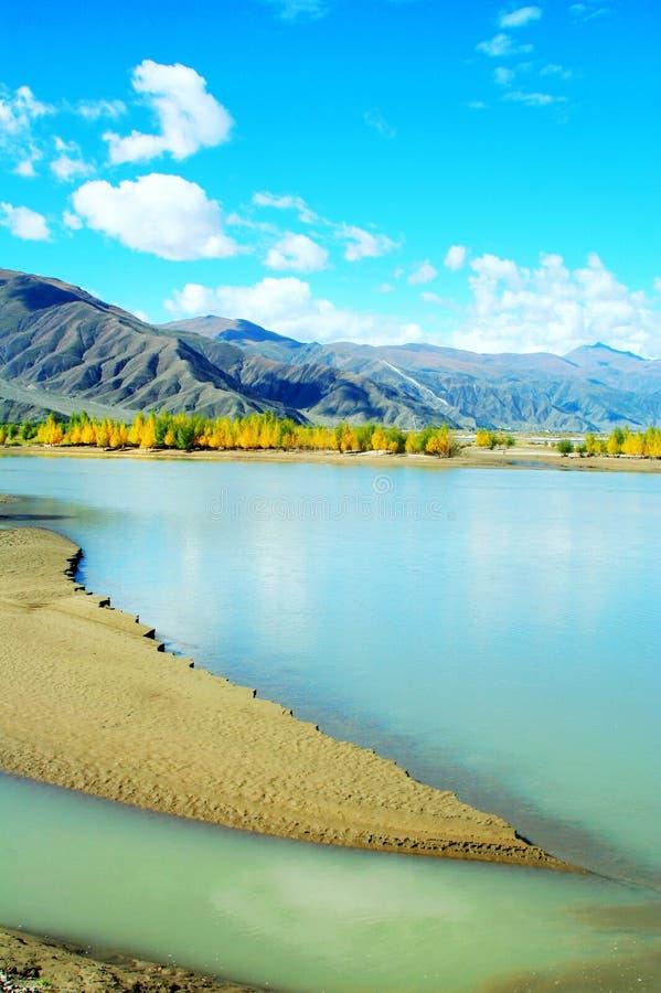 Il fiume di Lhasa fotografie stock