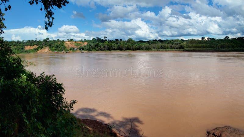 Il fiume di Tambopata vicino a Puerto Maldonado in Amazon, Perù fotografia stock libera da diritti