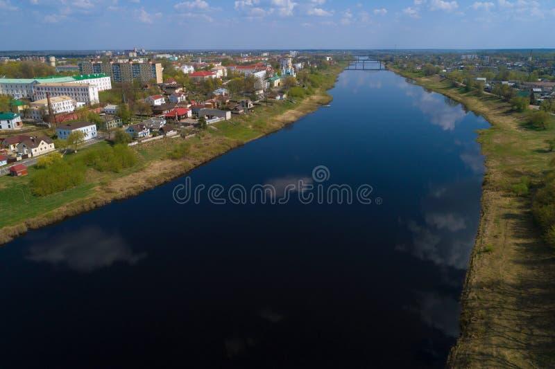 Il fiume occidentale di Dvina nella fotografia aerea di Polatsk La Bielorussia fotografia stock libera da diritti