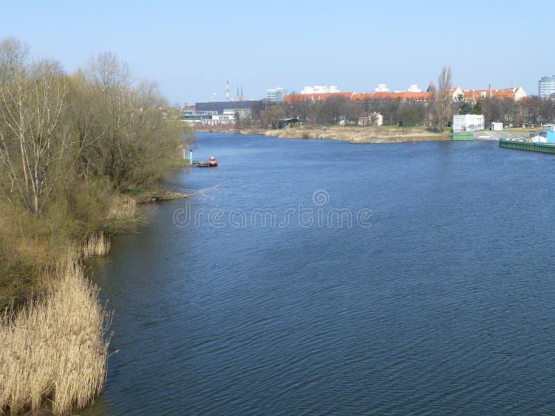 Il fiume Oder a Wroclaw in Polonia fotografie stock libere da diritti