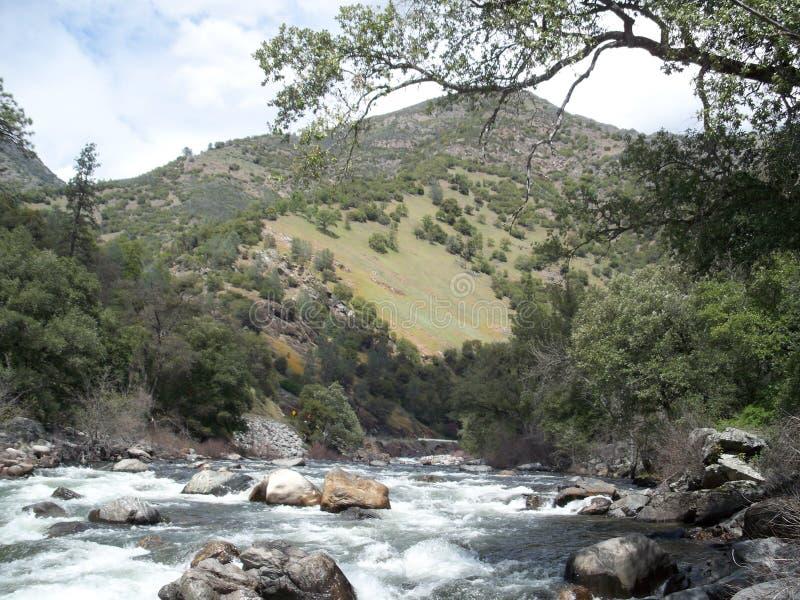 Il fiume vigoroso 2 di Merced fotografia stock libera da diritti