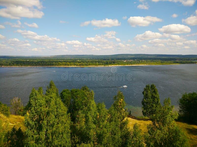 Il fiume Volga stunningly bello nel villaggio di Shiryaevo nella regione della samara fotografie stock