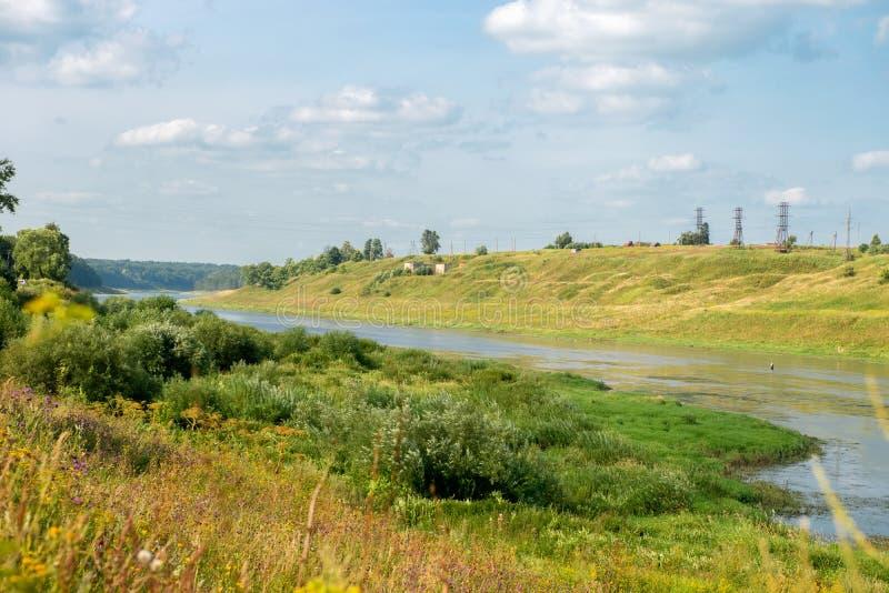 Il fiume Volga vicino a Staritsa, regione di Tver' immagini stock