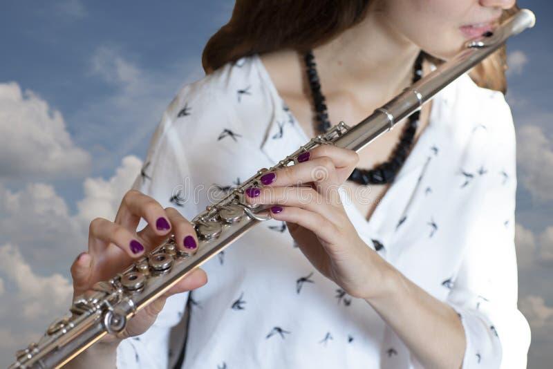Il flautista Girl Flute Player del musicista fotografia stock libera da diritti