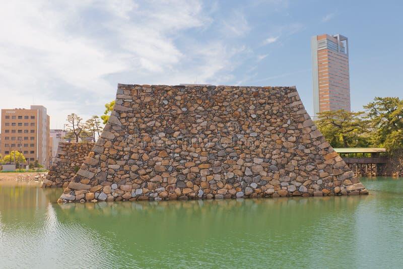 Il fondamento della conduttura tiene del castello di Takamatsu, Giappone immagini stock