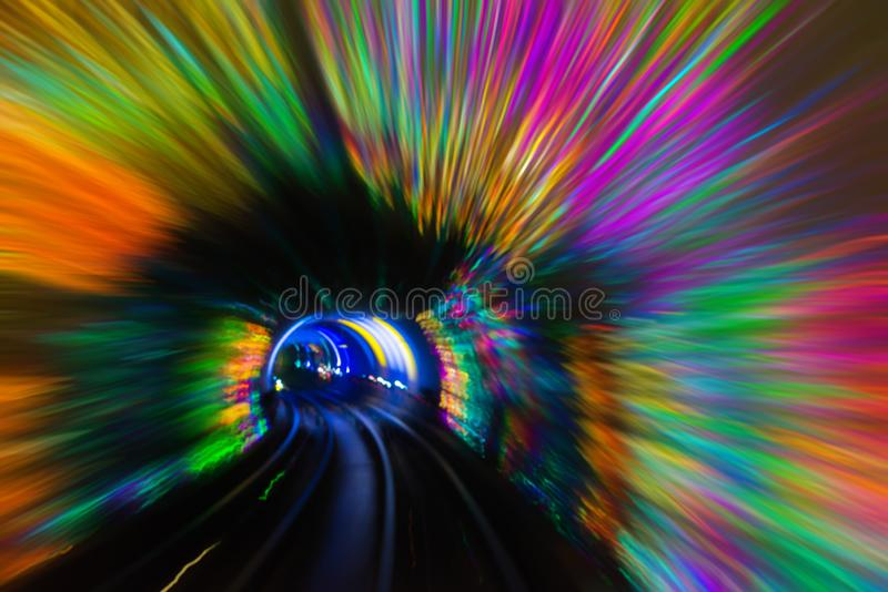 Il fondo astratto della sfuocatura di moto della velocità digiuna nel tunnel sotterraneo di Schang-Hai fotografia stock libera da diritti
