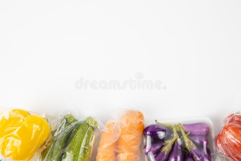 Il fondo avvolto in una pellicola delle verdure ha tagliato fotografia stock libera da diritti