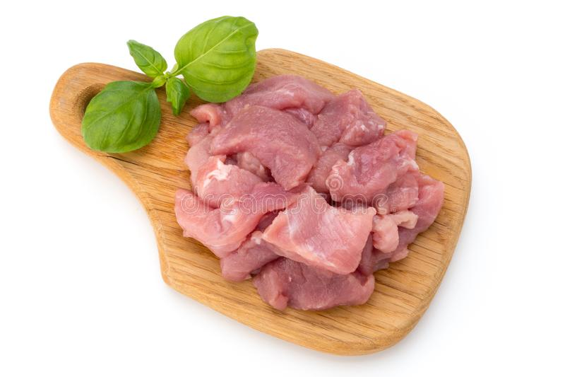 Il fondo bianco tagliato crudo del OM isolato pezzi della carne del manzo ha tagliato il ou fotografia stock