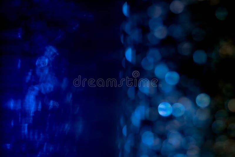 Il fondo blu del bokeh ha creato dalle luci al neon e sotto l'acqua illustrazione di stock