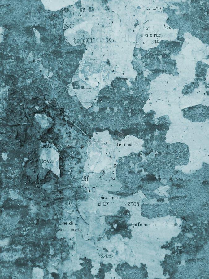 Il fondo della parete di lerciume, ha strappato i manifesti immagini stock