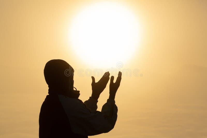 Il fondo di concetto di Christian Religion, mani umane apre la palma su culto Ricordo Dio e del ringraziamento, preghiera per and immagini stock