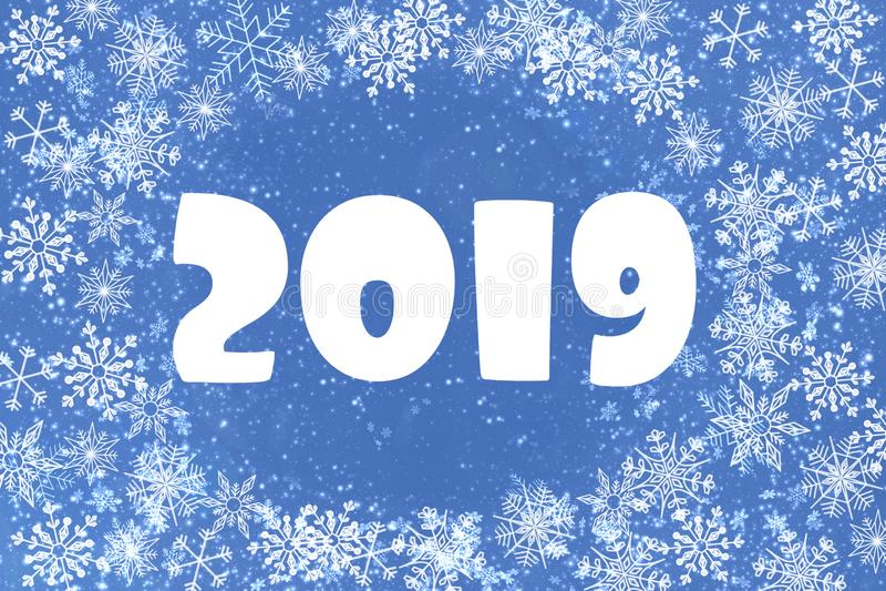 Il fondo di Natale è blu con i fiocchi di neve bianchi numeri 2019, cartolina d'auguri royalty illustrazione gratis
