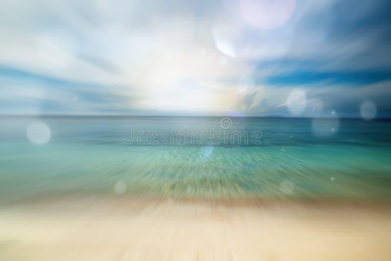 Il fondo marino splendido, immagine vaga con il sole abbaglia immagini stock libere da diritti