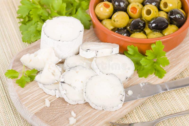 Il formaggio & le olive della capra fotografia stock libera da diritti