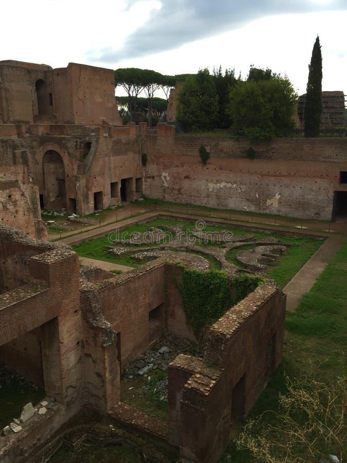 Il forum era il centro di vita quotidiana a Roma fotografie stock