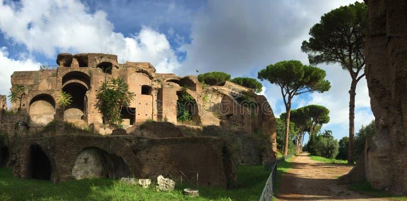 Il forum era il centro di vita quotidiana a Roma immagini stock