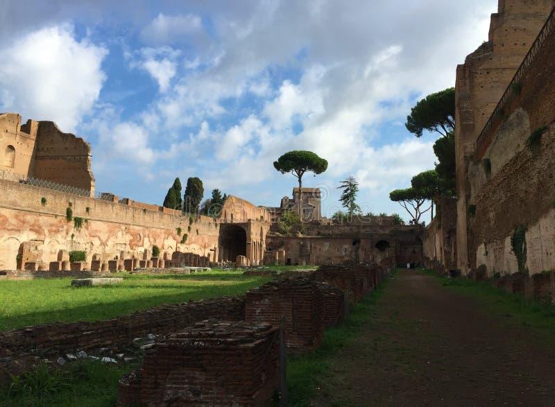 Il forum era il centro di vita quotidiana a Roma fotografia stock libera da diritti