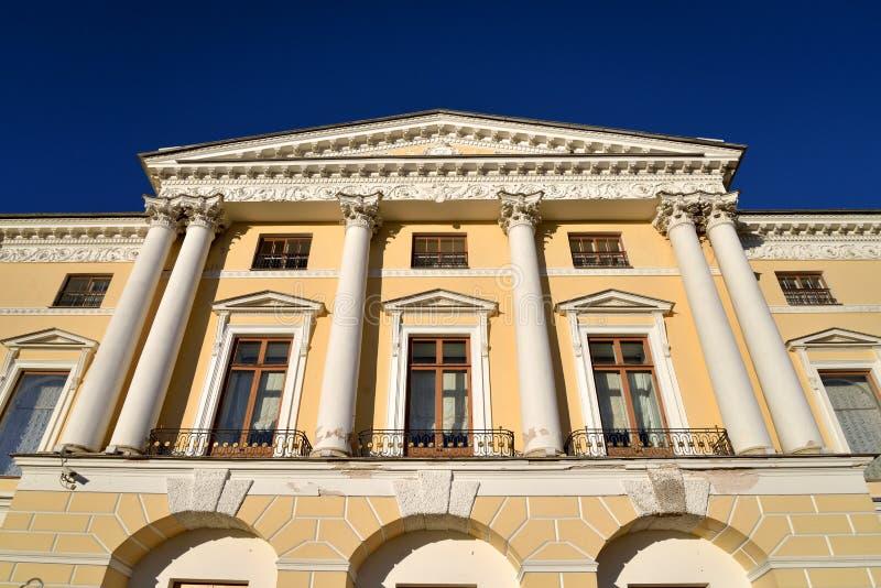 Il frammento del faÑade del palazzo del Pavlovsk immagini stock libere da diritti