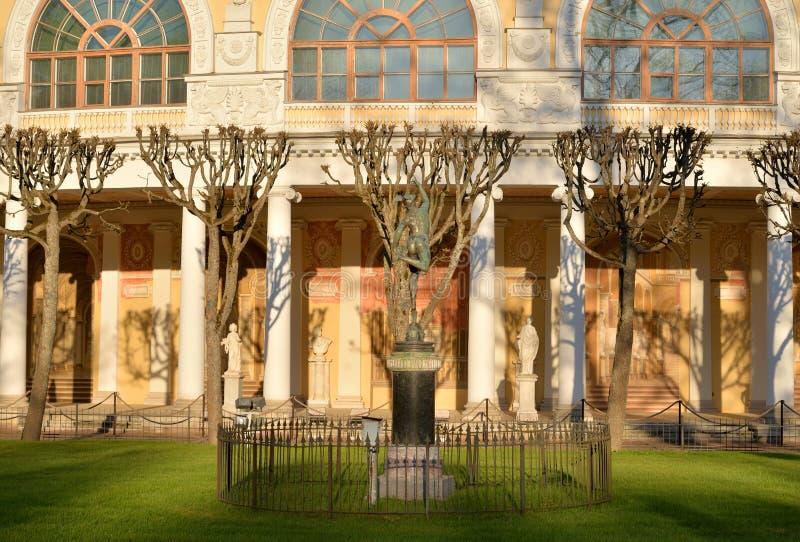 Il frammento del faÑade del palazzo del Pavlovsk fotografia stock libera da diritti