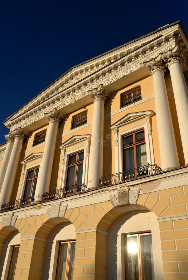 Il frammento del faÑade del palazzo del Pavlovsk immagine stock