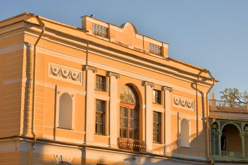 Il frammento del faÑade del palazzo del Pavlovsk immagini stock