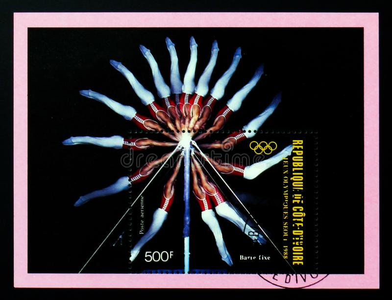 Il francobollo di Costa d'Avorio mostra la barra orizzontale, serie di Seoul di Olympics di estate, circa 1988 fotografia stock
