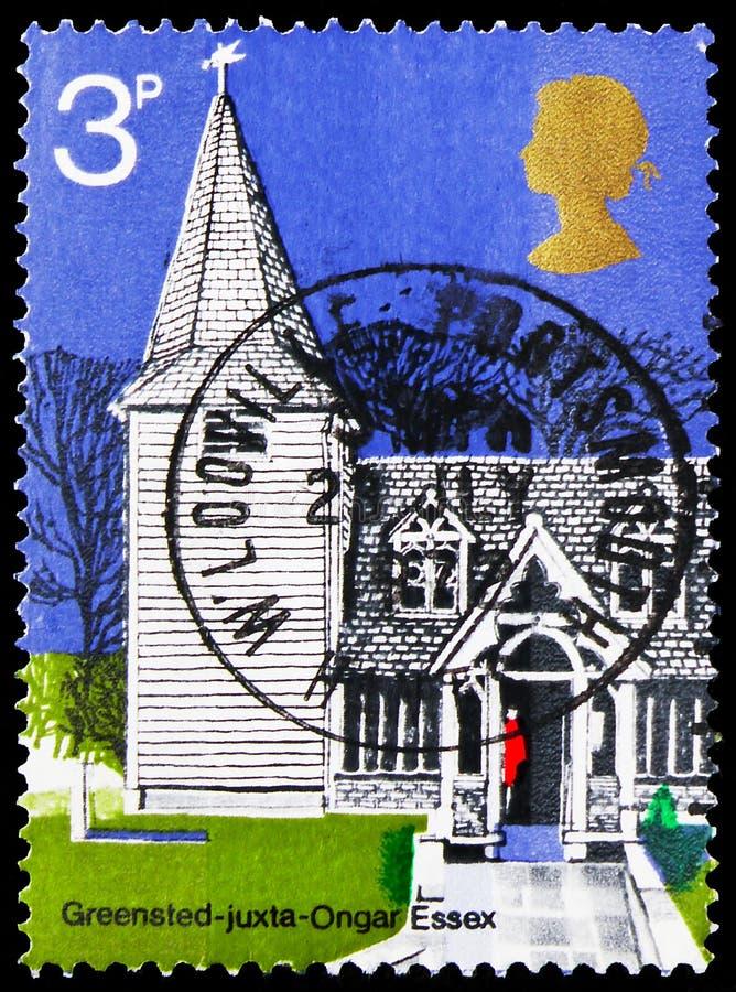 Il francobollo stampato in Gran Bretagna mostra St. Andrew, Greensted-Juxta-Ongar, Essex, British Architecture, Village Churches immagini stock libere da diritti