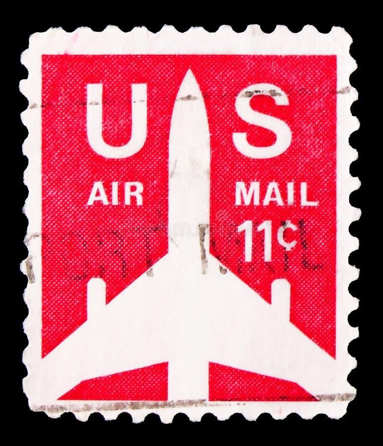 Il francobollo stampato negli USA mostra Silhouette della Jet Airliner, serie Airmail 1968-1973, circa 1971 fotografia stock libera da diritti