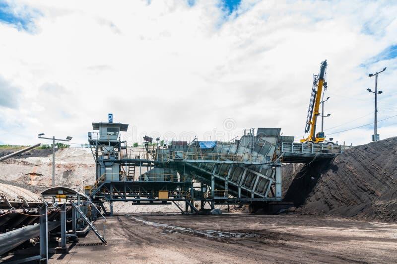 Il frantoio di carbone è macchinario minerario, o attrezzatura mineraria per schiacciare la c immagine stock libera da diritti