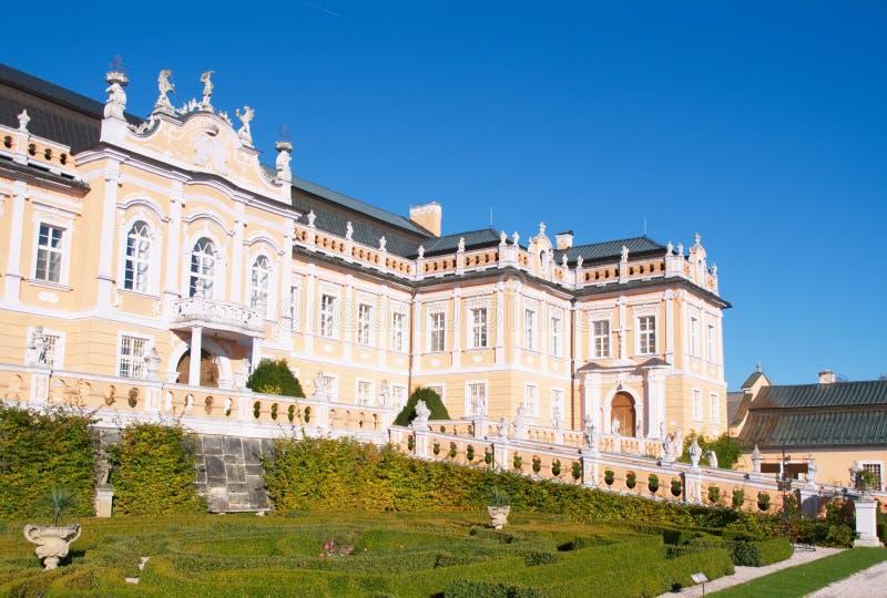 Il frontage del palazzo in Nove Hrady fotografia stock