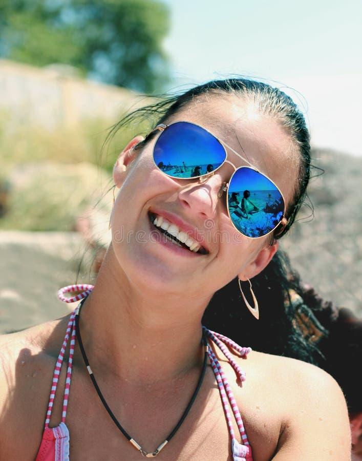 miglior servizio 67026 40f9e immagini di riserva di Ragazza Con Gli Occhiali Da Sole - la ...