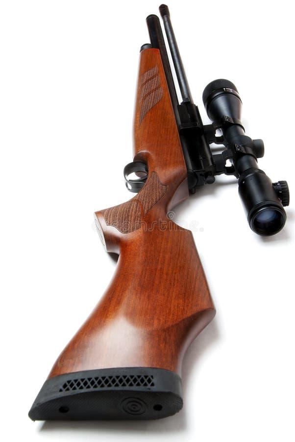 Il fucile di caccia con portata ha isolato immagine stock libera da diritti