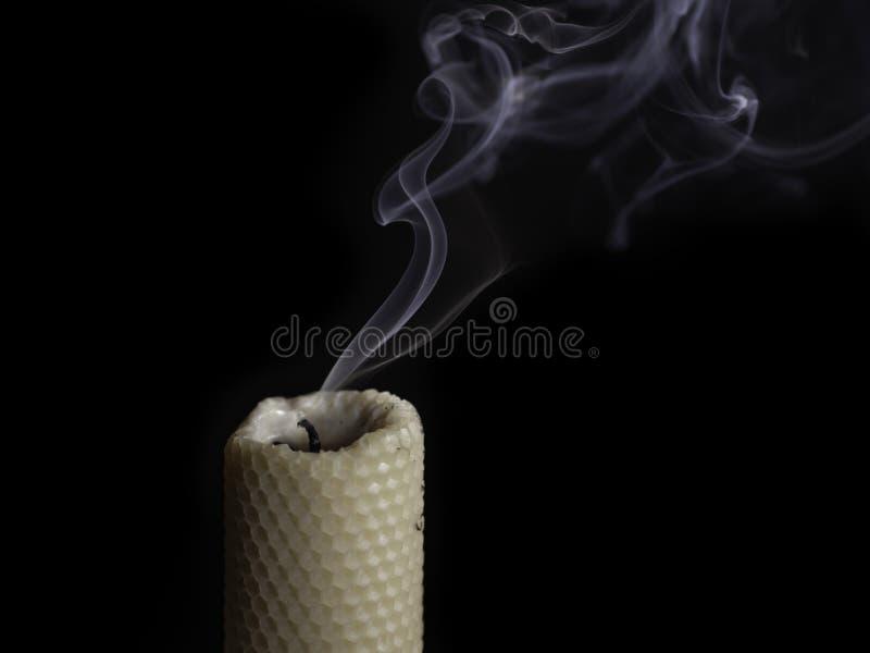 Il fumo dalla candela fotografie stock
