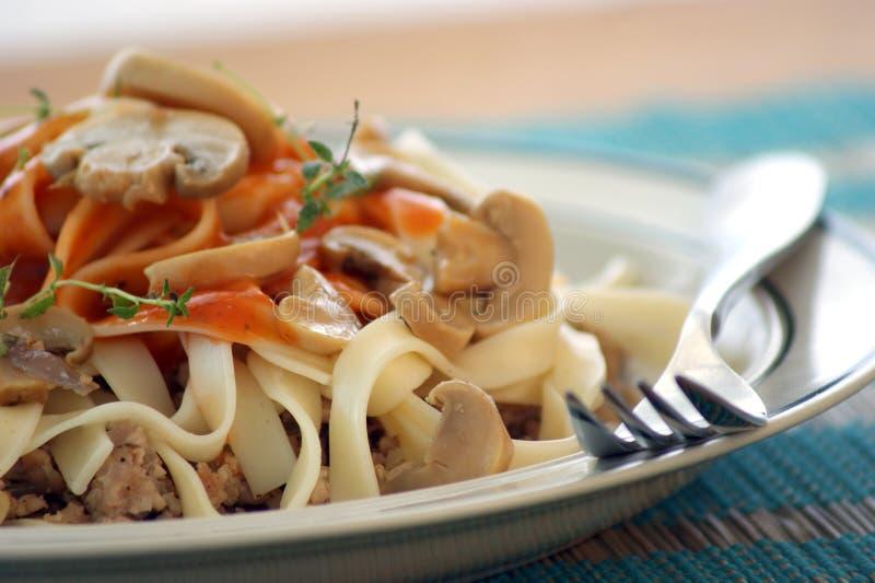 il fungo e la pasta con tritano la carne fotografia stock libera da diritti