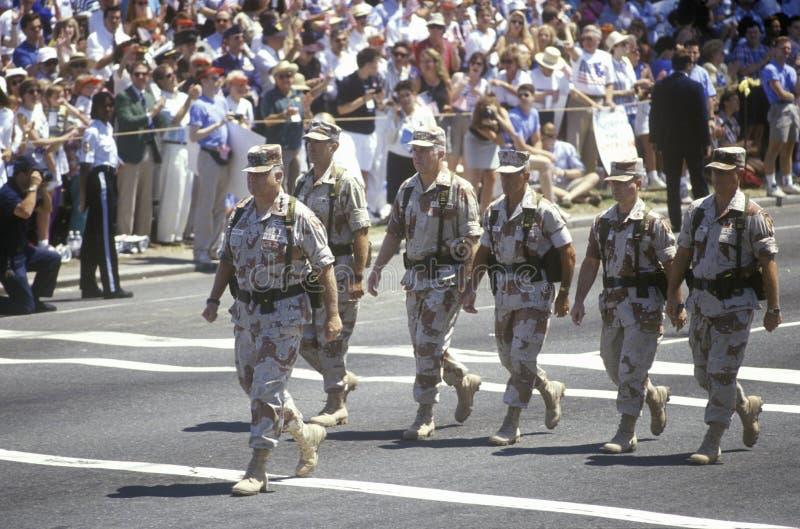 Il General Schwarzkopf cammina alla testa della parata di vittoria della tempesta di deserto giù le vie di Washington, DC 1991 fotografie stock libere da diritti