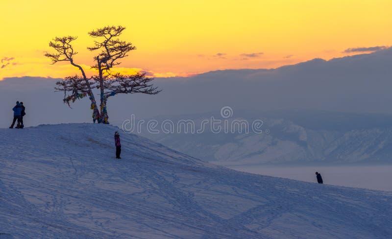 Il ghiaccio del lago Baikal, Russia marzo 2018 immagini stock