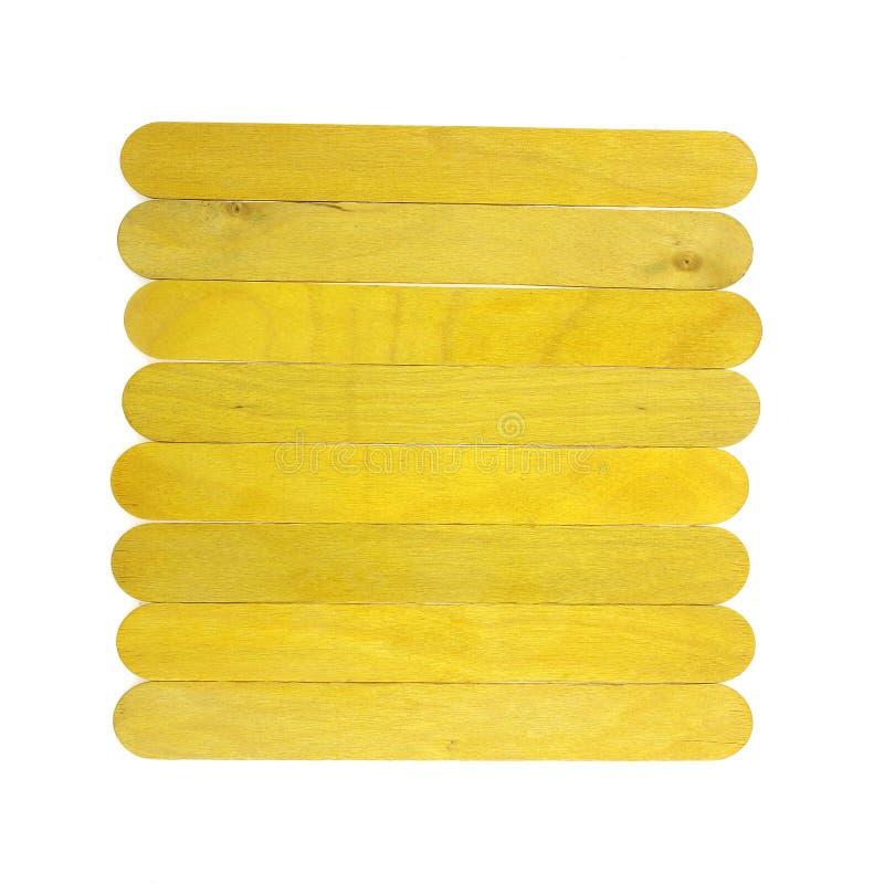 Il ghiacciolo di legno variopinto attacca, gelato attacca, isolato su wh immagini stock libere da diritti