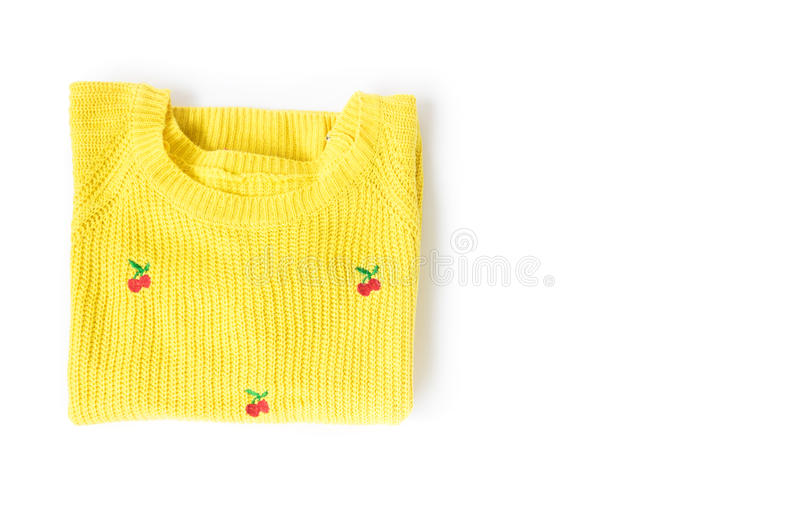 Il giallo di vista superiore copre tricottare il maglione su fondo bianco, wor fotografia stock libera da diritti