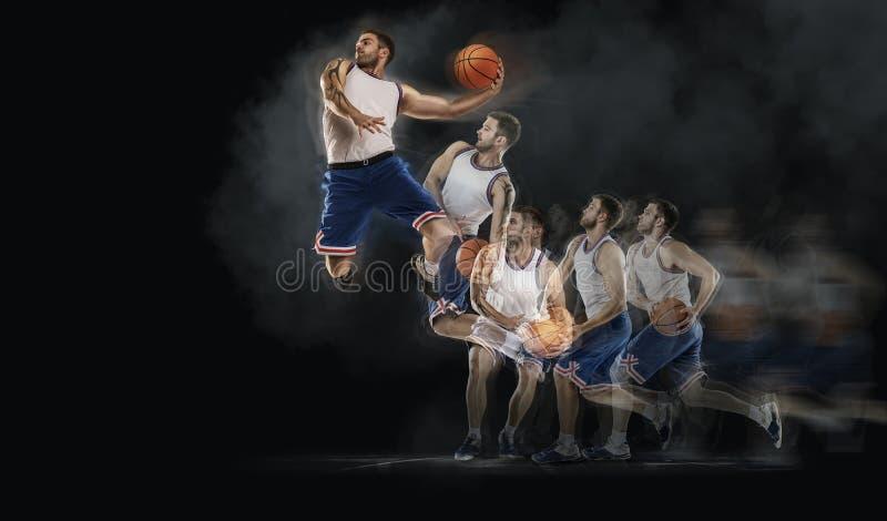 Il giocatore di pallacanestro che salta con la palla su bakground nero collage immagini stock libere da diritti