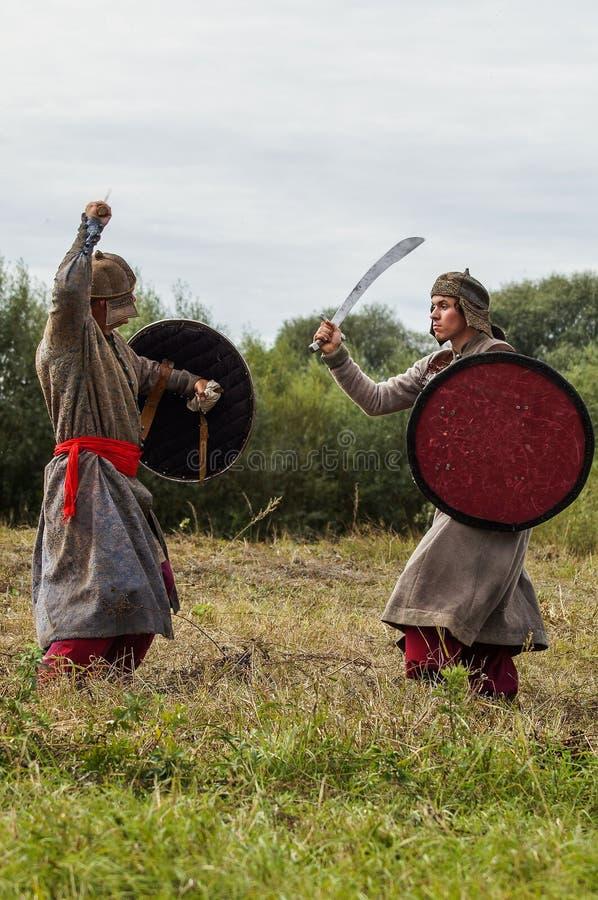 Il gioco di ruolo ricrea le battaglie del giogo Mongoloide-tartaro nella regione di Kaluga di Russia il 10 settembre 2016 immagini stock libere da diritti