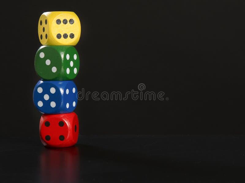 Il gioco taglia impilato su un fondo nero immagine stock