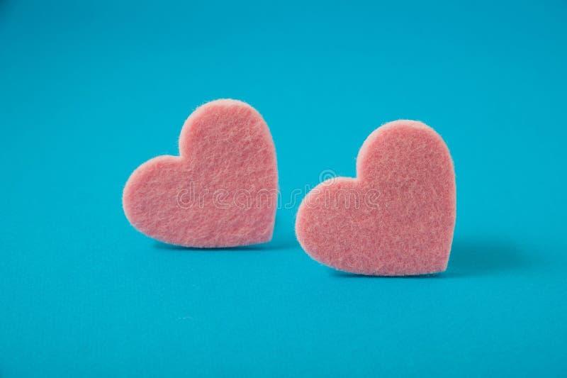 Il giorno del ` s del biglietto di S. Valentino, rosa ha ritenuto i cuori immagine stock libera da diritti