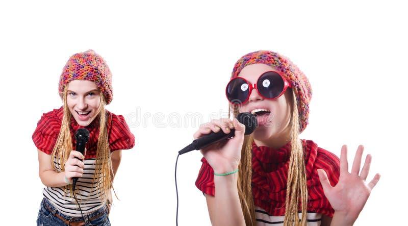Il giovane cantante femminile con il mic su bianco fotografie stock libere da diritti