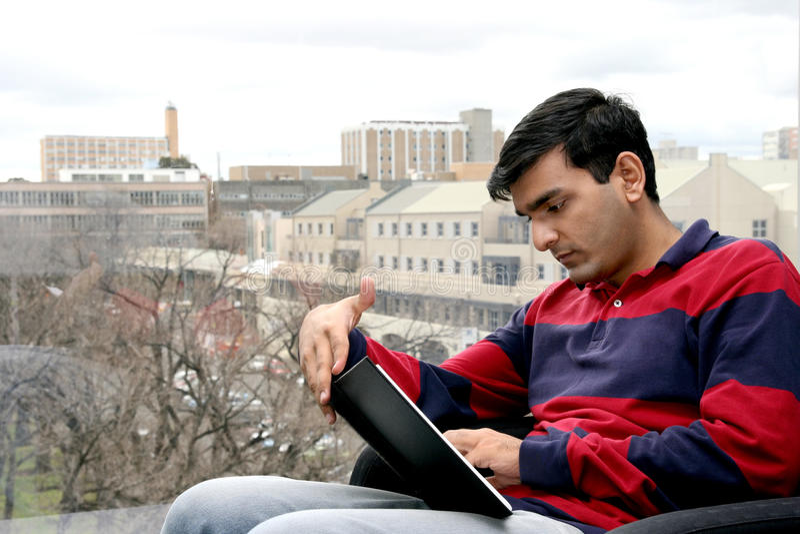 Il giovane indiano studen. fotografia stock