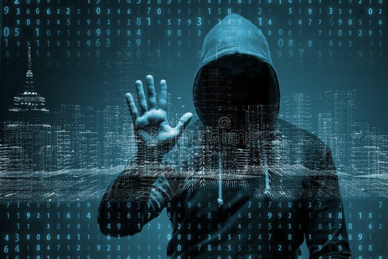 Il giovane pirata informatico nel concetto di protezione dei dati immagini stock libere da diritti