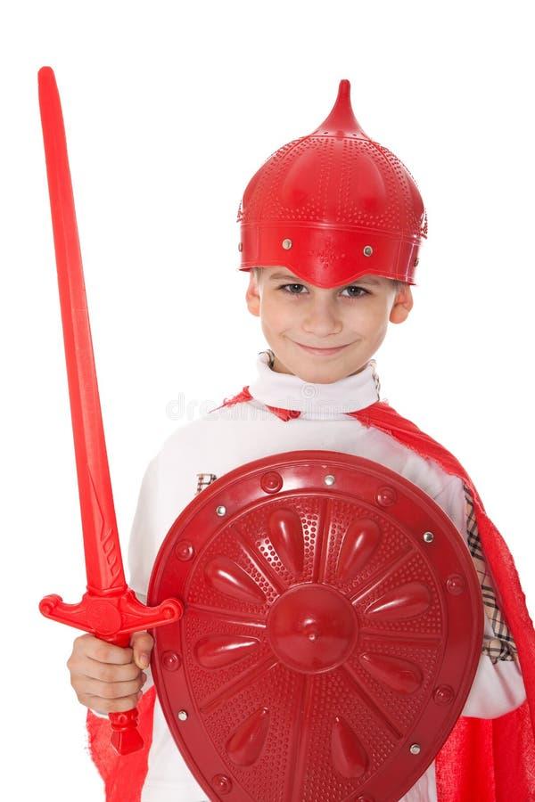 Il giovane ragazzo si è vestito come un cavaliere fotografia stock