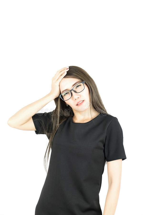 Il giovane sforzo asiatico di sensibilità della donna di affari ha esaurito avere emicrania immagine stock