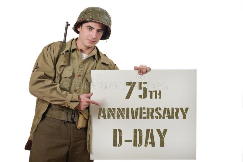 Il giovane soldato americano mostra un segno immagini stock libere da diritti