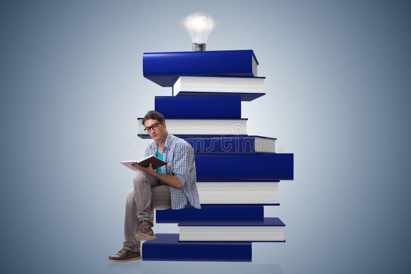 Download Il Giovane Studente Maschio Nel Concetto Di Istruzione Immagine Stock - Immagine di obiettivo, revisione: 117978091