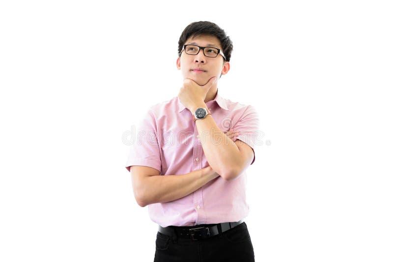 Il giovane uomo d'affari asiatico ha la condizione e pianificazione per lo scopo di affari con felice sull'isolato su sul fondo d immagine stock